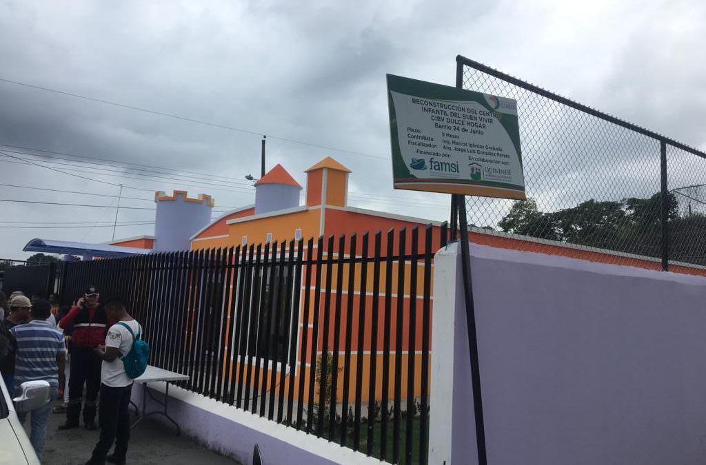 """Unha delegación de Autoridades Locais inaugura os centros infantís construídos pola campaña """"Andalucía Solidaria con Ecuador""""."""